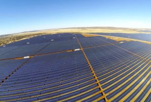 The Jasper plant comprises 900 hectares of solar panels spread over fields near Postmasburg that currently power 75,000 homes across South Africa during peak demand. Photo supplied
